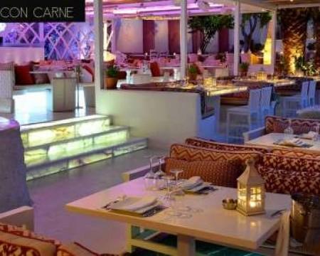 UNO CON CARNE | Mykonos Hip Restaurants